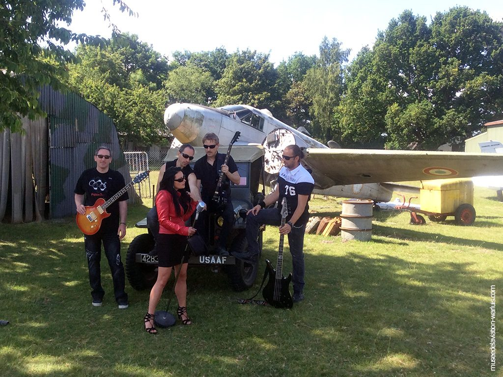 groupe de musique LARSEN au Musée de l'Aviation de Warluis
